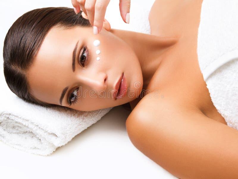 Close-up van een Young Woman Getting Spa Behandeling. Kosmetische Room stock afbeeldingen