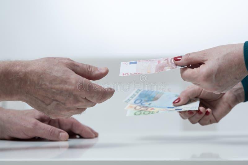 Close-up van geld het geven royalty-vrije stock foto's