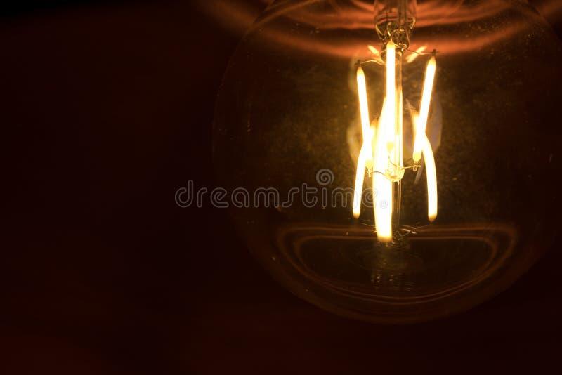 Close-up van geleide gloeidraad abstracte foto van de lamp, gelijkend op retro gloeiend stock afbeelding