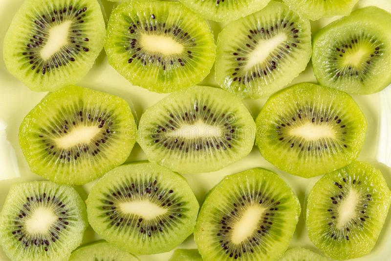 Close-up van Gesneden Kiwi Fruit On The Plate royalty-vrije stock foto