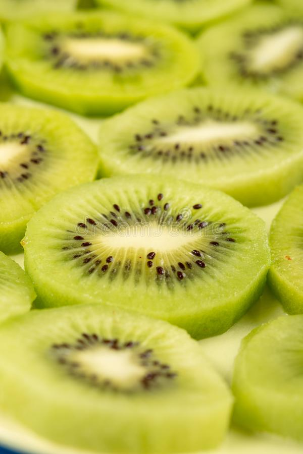 Close-up van Gesneden Kiwi Fruit On The Plate royalty-vrije stock afbeelding