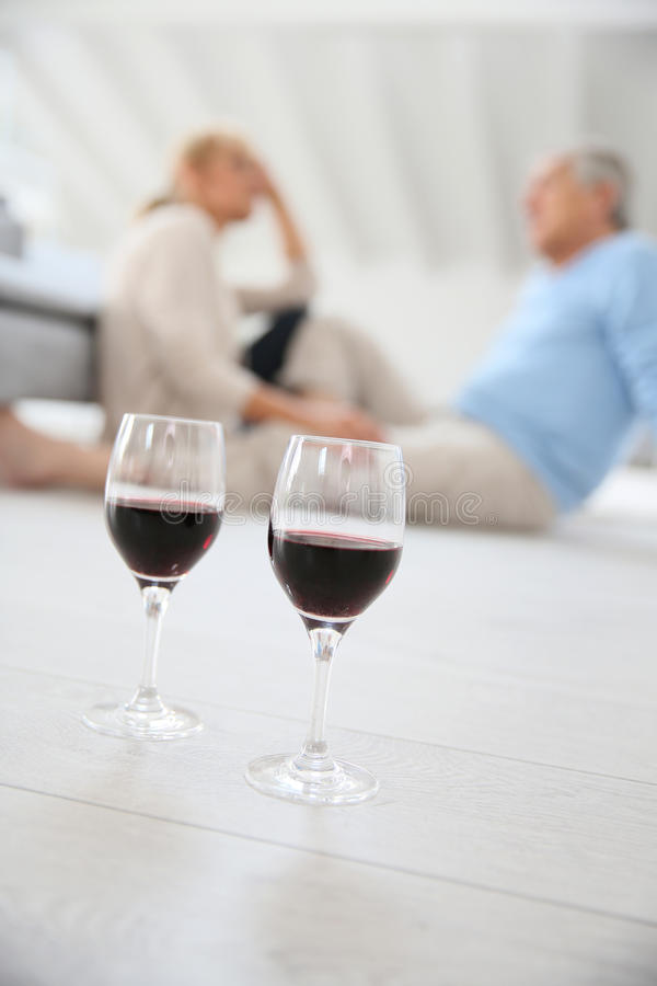 Close-up van glazen wijn op lijst royalty-vrije stock fotografie