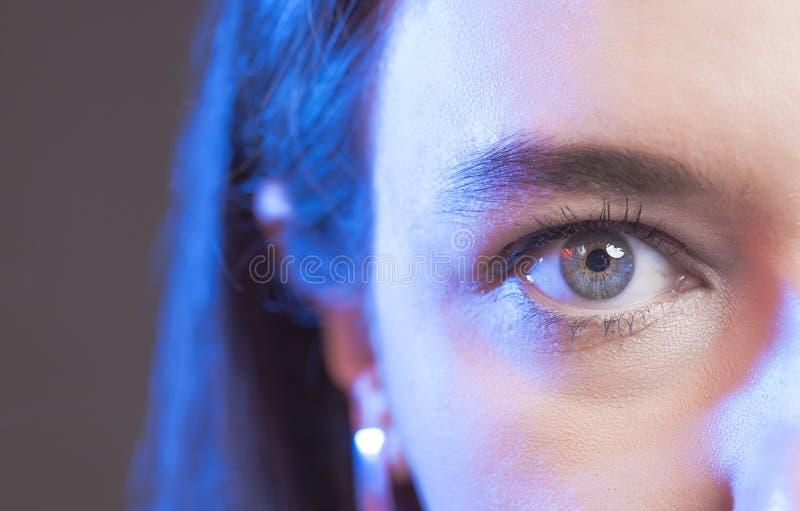 Close-up van het blauwe oog van de vrouw royalty-vrije stock foto's