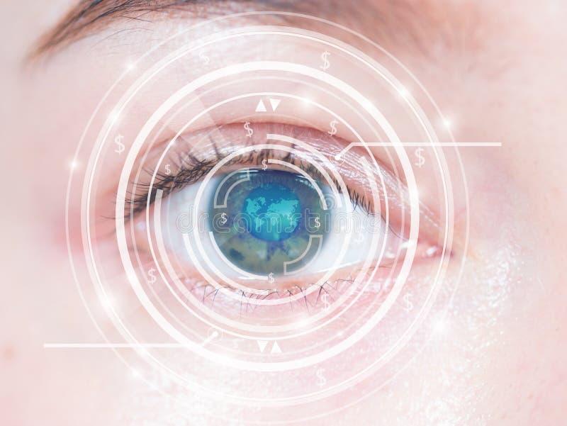 Close-up van het blauwe oog van de vrouw Geavanceerd technisch royalty-vrije stock afbeelding