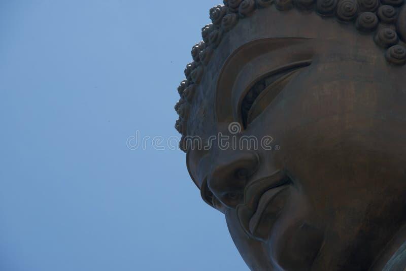 Close-up van het Grote gezicht van Boedha van onderaan stock fotografie