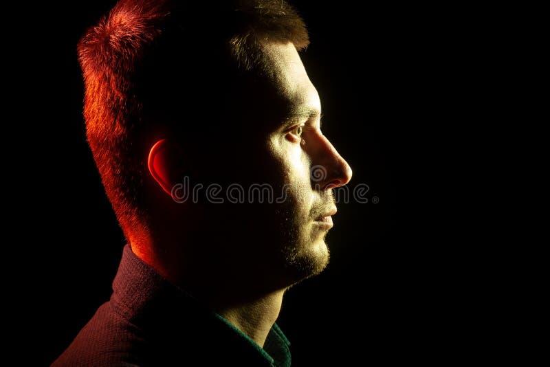 Close-up van het profiel van een ongeschoren gezicht van een mens met stubbl royalty-vrije stock foto