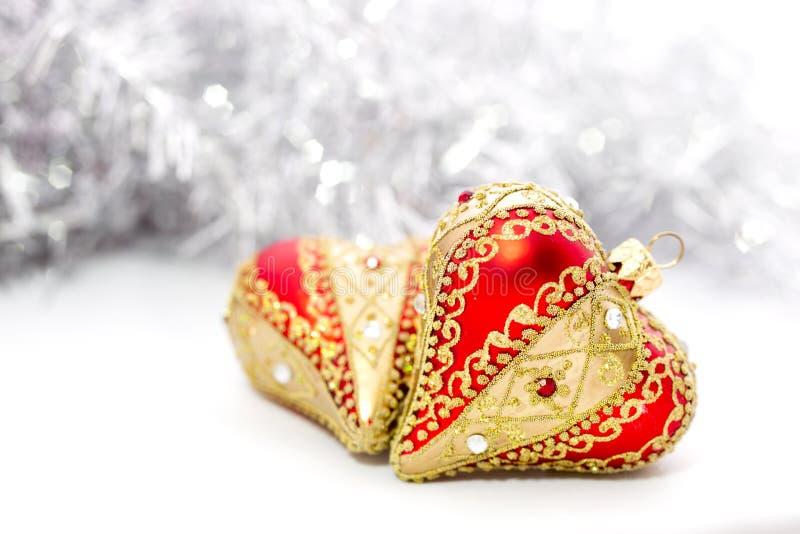 Close-up van het rode hart van Kerstmisballen stock afbeeldingen