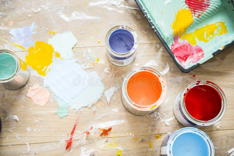 Close-up van huis het schilderen vernieuwing stock fotografie