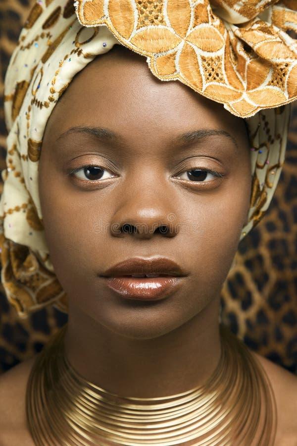 Close-up van Jonge Afrikaanse Amerikaanse Vrouw in Tradit royalty-vrije stock afbeelding