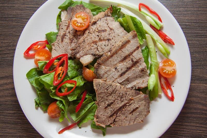 Close-up van kalfsvleesvlees op plaat royalty-vrije stock foto's