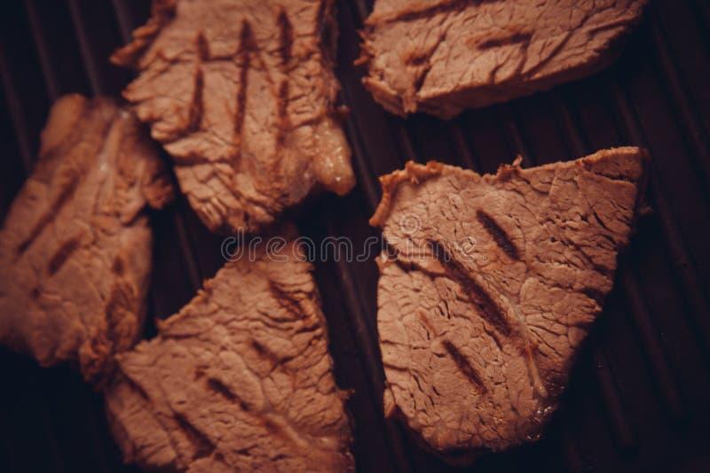 Close-up van kalfsvleesvlees op plaat stock afbeelding