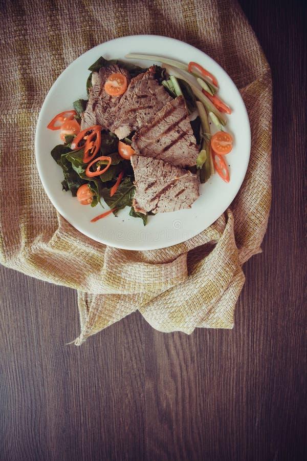 Close-up van kalfsvleesvlees op plaat royalty-vrije stock afbeelding