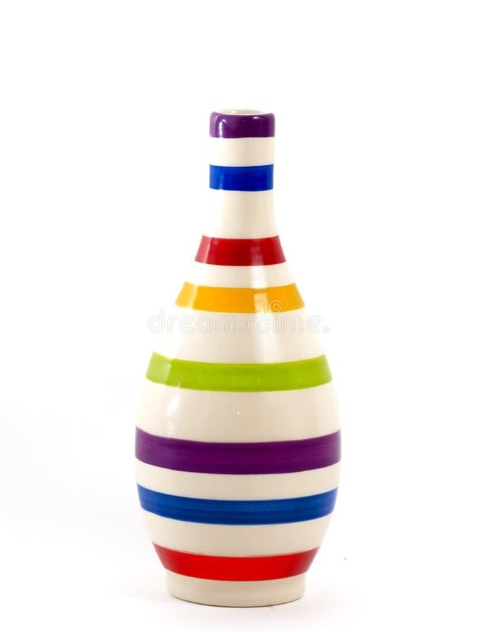Close-up van kleurrijke vaas op wit stock fotografie