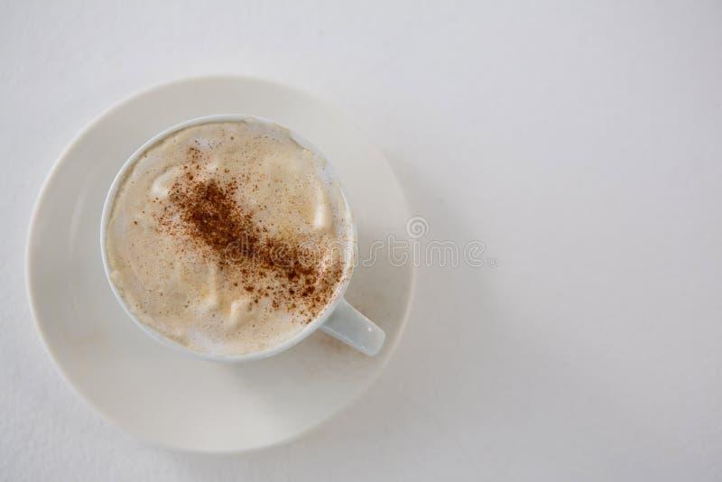 Close-up van koffiekop met romig schuim stock fotografie