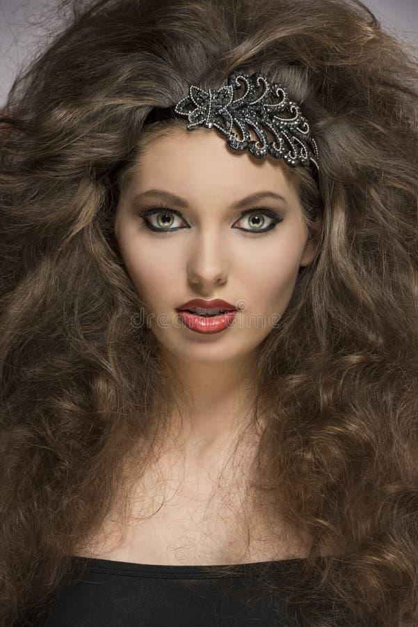 Close-up van krullend donkerbruin meisje royalty-vrije stock foto