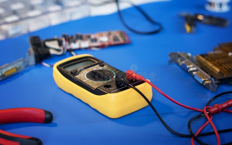 Close-up van meter van de multimeter de elektrische maatregel stock afbeeldingen