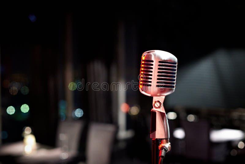 Close-up van microfoon op stadium stock afbeeldingen
