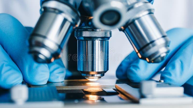 Close-up van microscoop wordt geschoten die stock afbeelding