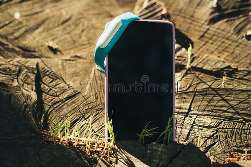 Close-up van mobiele telefoon met het lege scherm royalty-vrije stock fotografie
