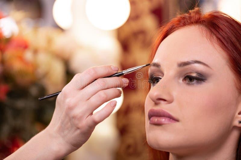 Close-up van Mooi Jong Vrouwengezicht met Schoonheidsmake-up, Verse Zachte Huid en het Lange Zwarte Dikke Wimpers Van toepassing  royalty-vrije stock foto's