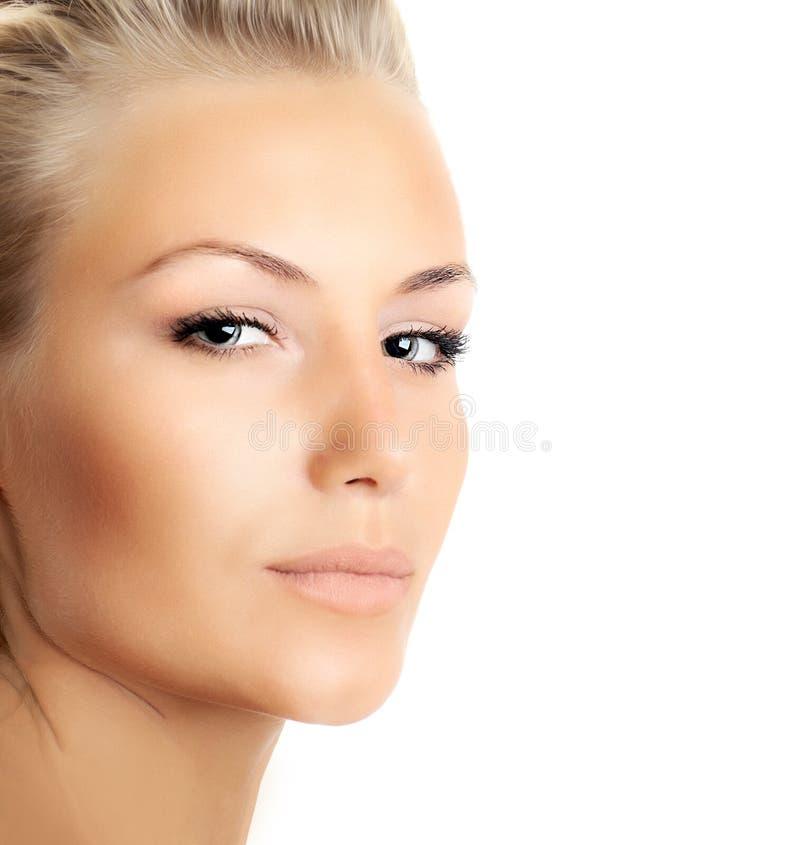 Close-up van mooi vrouwelijk geïsoleerdT gezicht stock afbeeldingen