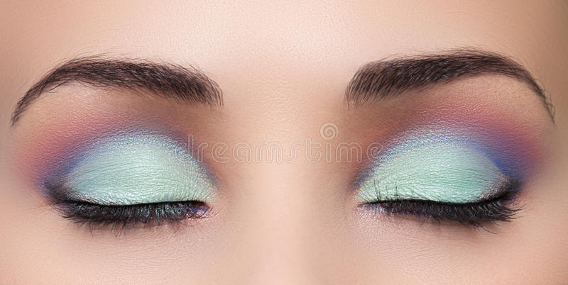 Close-up van mooi vrouwenoog met make-up stock foto