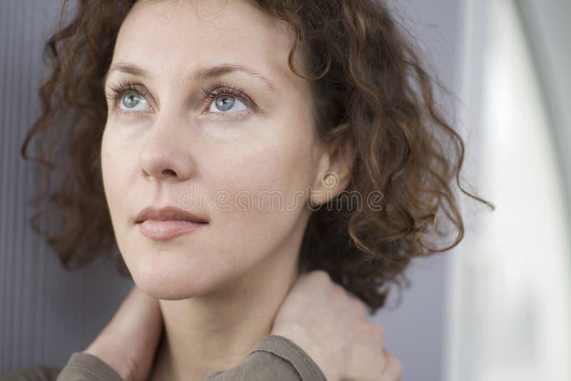 Close-up van Nadenkende Vrouw royalty-vrije stock afbeeldingen