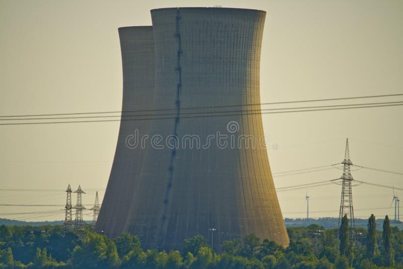 Close-up van niet meer gebruikte kernenergieinstallatie Grafenrheinfeld in Beieren, Duitsland stock afbeelding