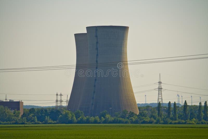 Close-up van niet meer gebruikte kernenergieinstallatie Grafenrheinfeld in Beieren, Duitsland stock fotografie