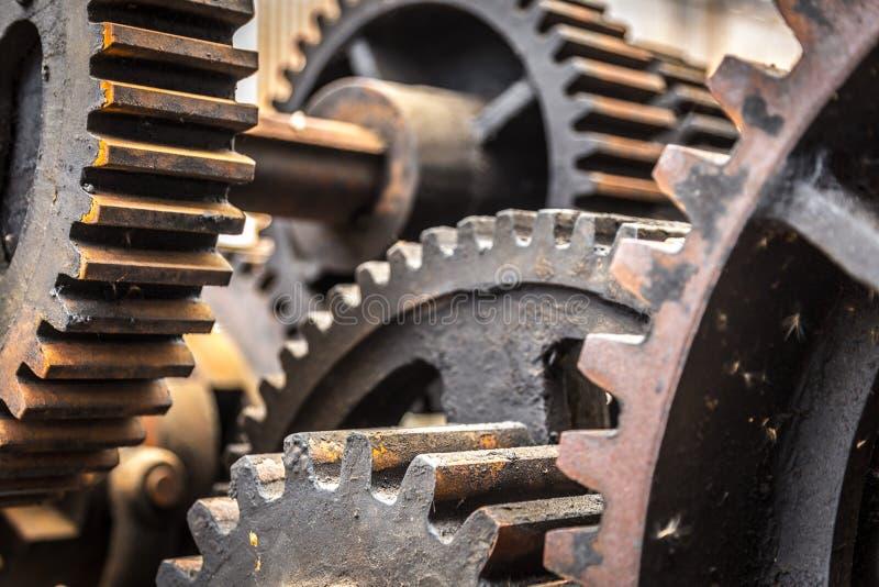 Close-up van oude roestige radertjes, toestellen, machines stock foto