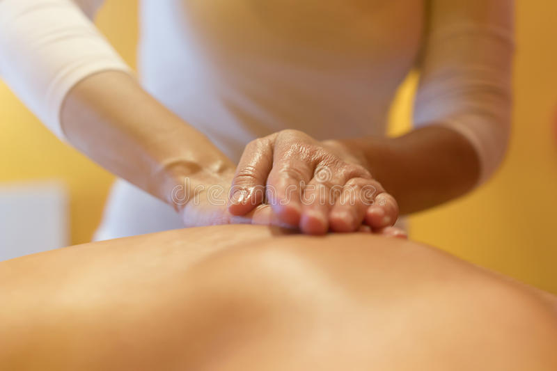 Close-up van professionele achtermassage Achter Massage royalty-vrije stock afbeelding