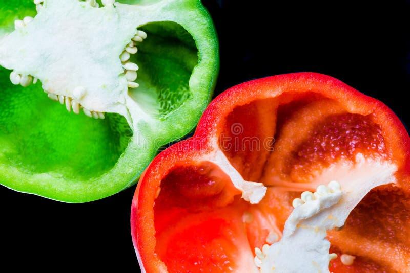 Close-up van rode en groene groene paprika royalty-vrije stock foto's