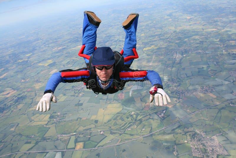 Close-up van skydiver in vrije val stock afbeeldingen