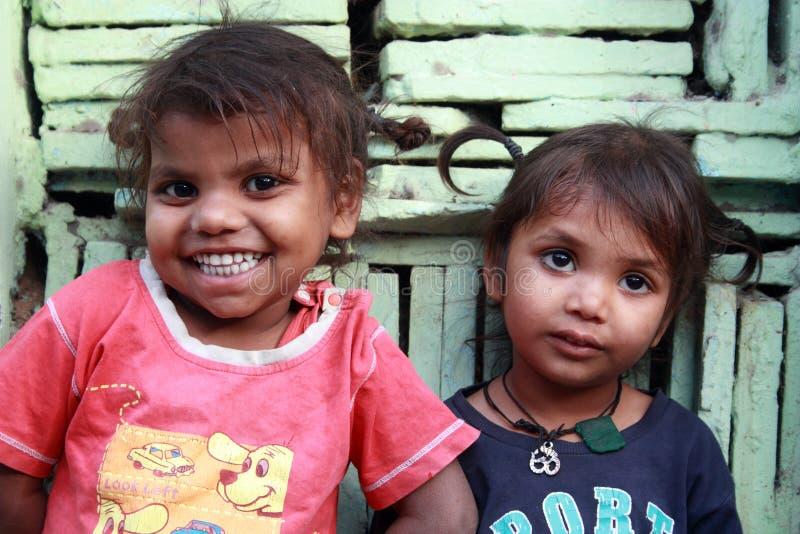 Close-up van slechte kinderen die van New Delhi, India glimlachen royalty-vrije stock afbeeldingen