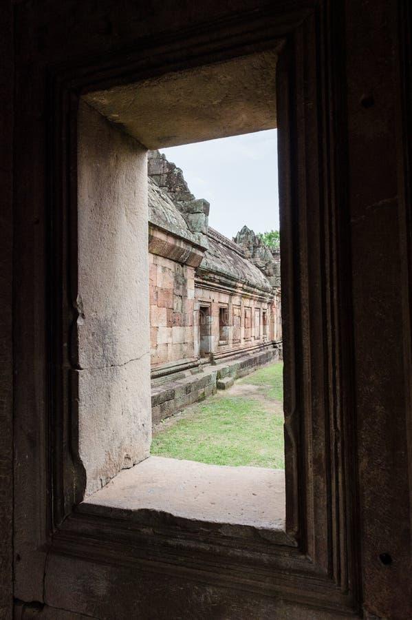 Close-up van Steenvenster in Wat Khao Phanom Rung-kasteelgeschiedenis stock foto