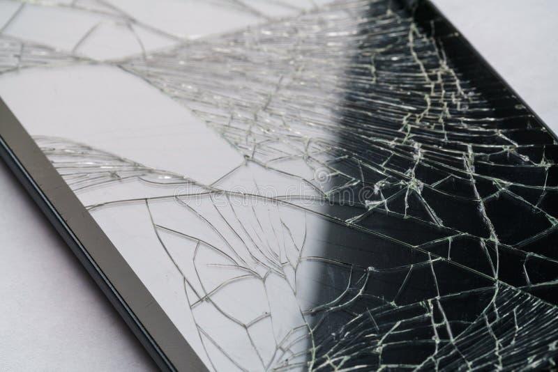 Close-up van telefoon of tablet met het gebroken scherm royalty-vrije stock foto's