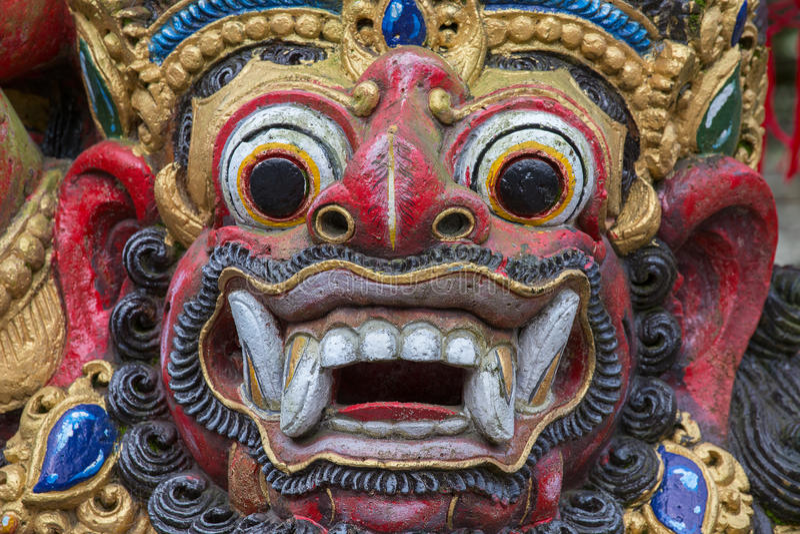 Close-up van traditioneel Balinees Godsstandbeeld De Tempel van Bali indonesië stock foto's