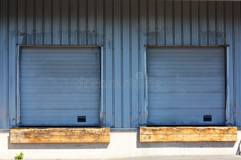 Close-up van twee gesloten blind op een ladingsdok royalty-vrije stock foto