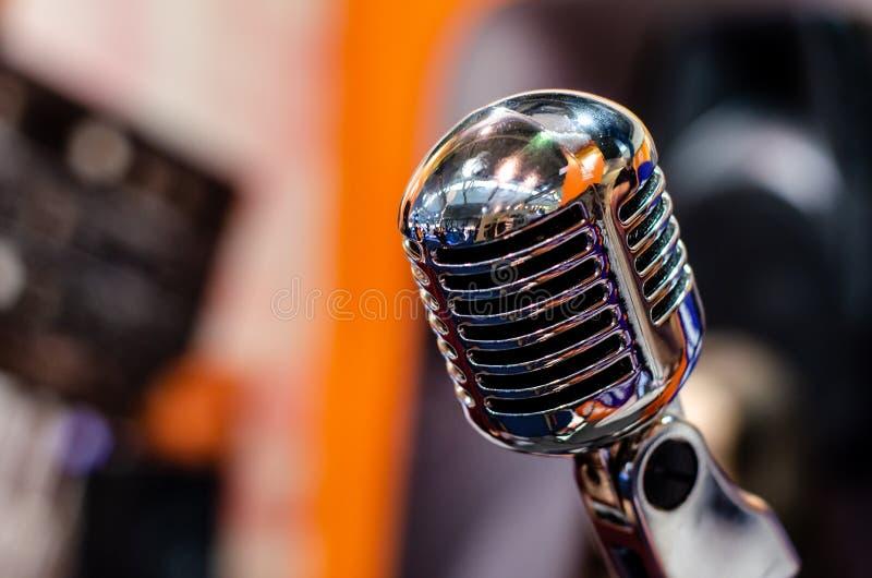 Close-up van uitstekende microfoon royalty-vrije stock afbeelding