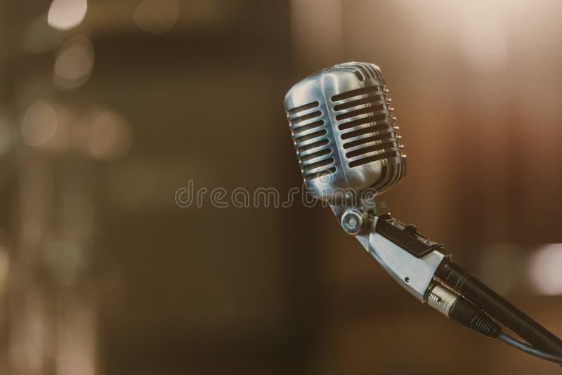 close-up van uitstekende microfoon wordt geschoten die royalty-vrije stock fotografie