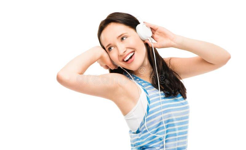 Close-up van vrij het gelukkige jonge vrouw luisteren aan geïsoleerde muziek royalty-vrije stock afbeeldingen