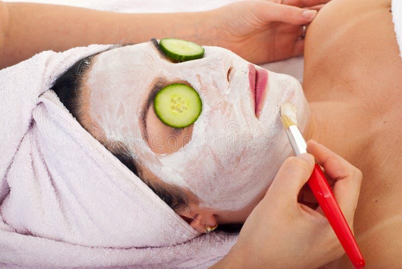 Close-up van vrouw met gezichtsmasker royalty-vrije stock afbeelding