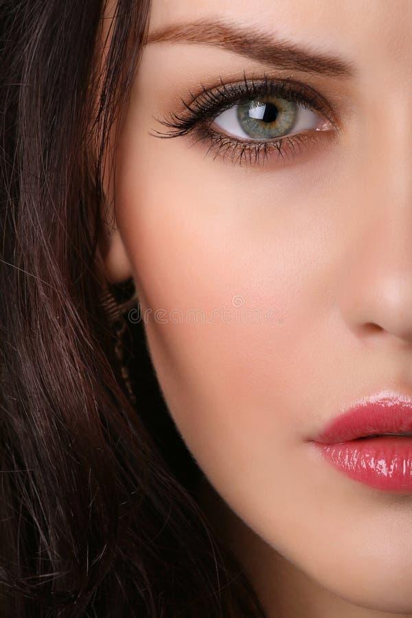 Close-up van vrouwelijk gezicht stock afbeelding
