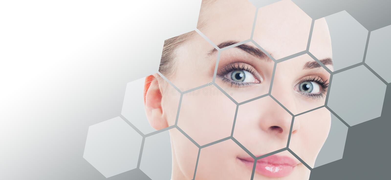 Close-up van vrouwen perfect gezicht met schoonheidscorrectie en make-up stock fotografie