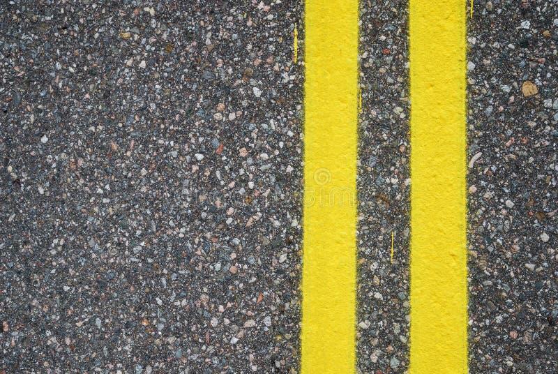 Close-up van wegdek met steeglijnen stock foto