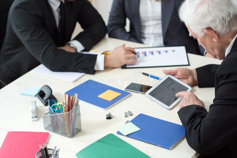 Close-up van werkend zakenlui stock foto's