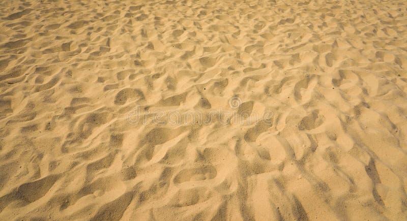 Close-up van zandpatroon van een strand in de zomer stock fotografie