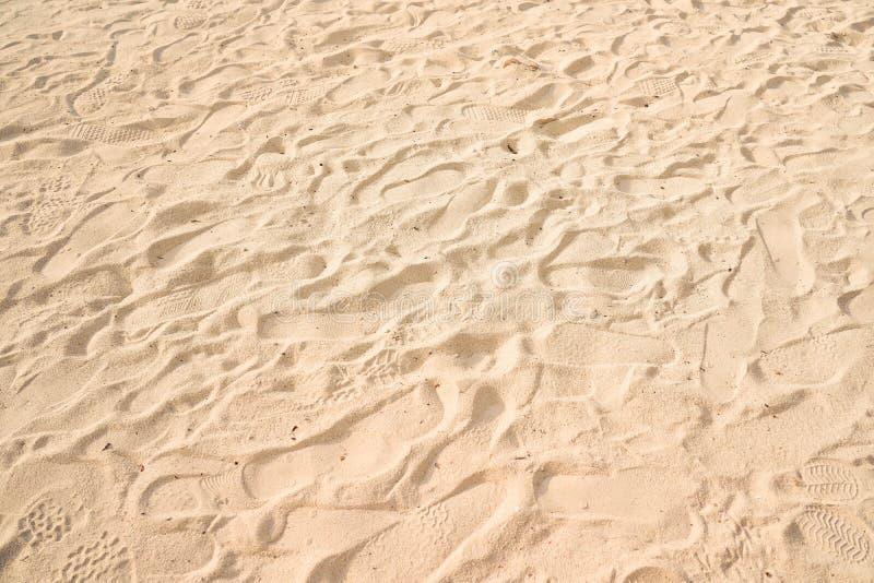Close-up van zandpatroon van een strand op de achtergrond van de de zomervakantie stock afbeeldingen