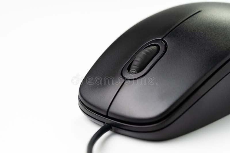 Close-up van zwarte computermuis met middenrolwiel en mede stock afbeelding