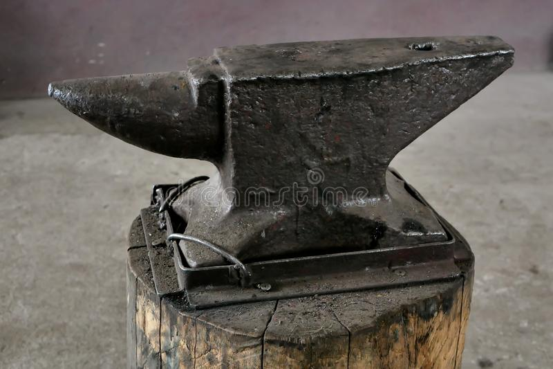 Close-up velho do batente do ferreiro foto de stock